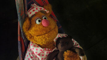 TheMuppets-(2011)-FozzieBearWithTeddyBear