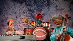 GagaMuppets-JingleBells