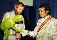 MichaelJackson-and-Kermit-Shake-Hands-(1984-VictoryTour)