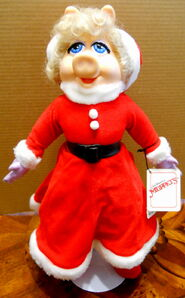 Presents 1990 miss piggy christmas doll 1