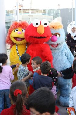 Hikayat Simsim Jordan startled Elmo