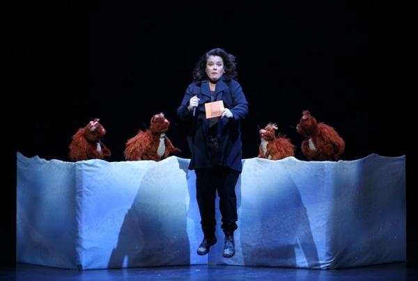 File:Rosie and squirrels performing.jpg