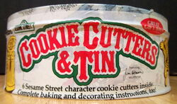 Wilton 1979 cookie cutters tin 3
