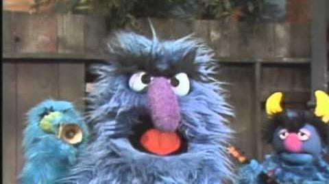 Sesame Street Herry Sings Furry Blue Mommy of Mine