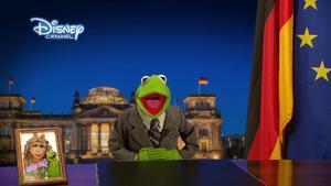 DisneyChannelGermany-KermitBerlin-(2013-12-31)