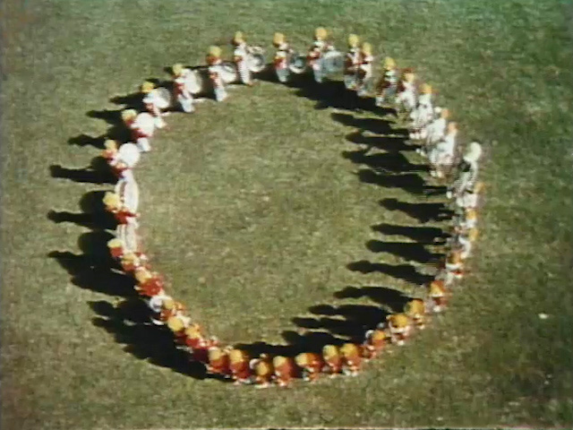 File:Marchingcircle.jpg
