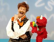 Elmo'sWorld-MrNoodle-Camera