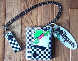 Trifold kermit chain wallet