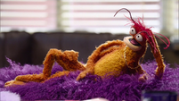 TheMuppets-S01E12-NakedPepe
