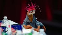 TheMuppets-S01E04-PepeEyelidsHangover