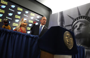 NYC-MayorBloomberg&TheMuppets-TimesSquare-(StatueOfLiberty)