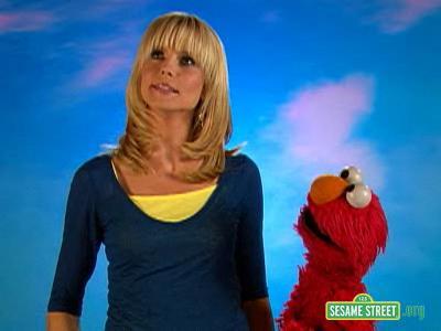 File:Backstage with Elmo - Heidi Klum.jpg