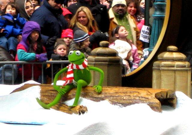 File:Kermitmacysparade1.jpg