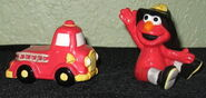 Enesco 1993 salt pepper shakers elmo fire truck 3