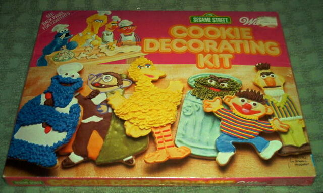 File:WiltonCookieDecoratingKit.jpg