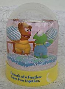 File:Enesco1984PillowFightSnowGlobe.jpg