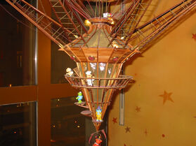 Great Hot Air Balloon Circus - Disney Store Dec 2006 - bottom detail