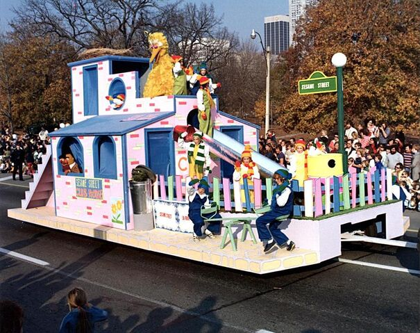 File:Unknownparadefloat.JPG
