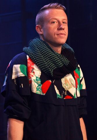 File:Macklemore-appear-on-new-music-live-05.jpg