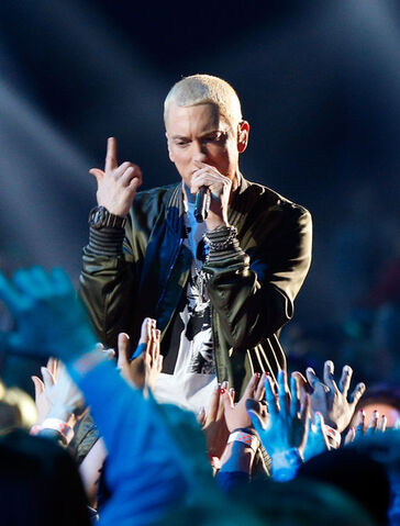 File:Eminem MTV Movie Awards Show OqWndZ2GMF3l.jpg