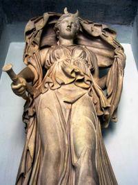 File:200px-Luna statue.jpg