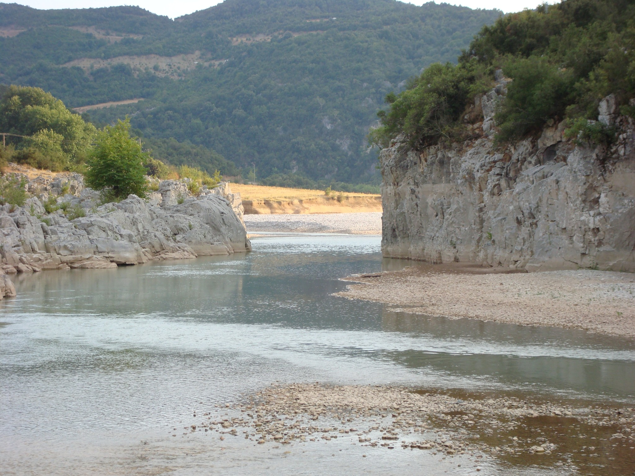 File:Acheloos river narrows 02.jpg