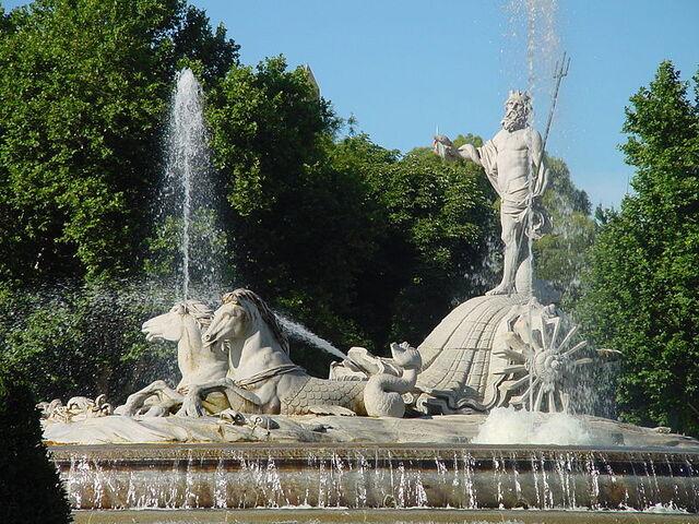 File:800px-Fuente de Neptuno en Madrid.jpg