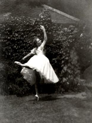 File:Lucybarfield1953.JPG