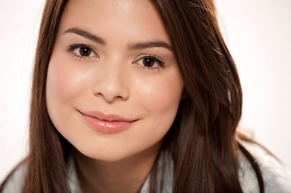 File:Miranda Cosgrove MTV photoshoot (2010) -2.jpg