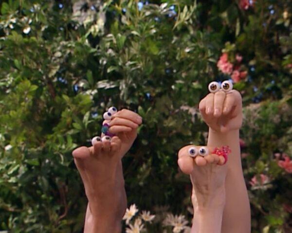 File:Oobi Frieda Foot Noggin Nick Jr TV Series 4.jpg