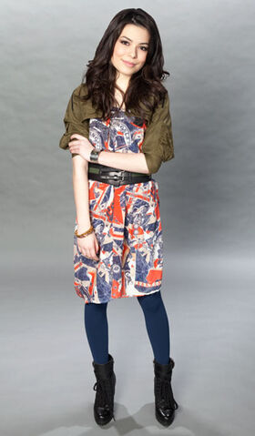 File:Miranda Cosgrove MTV photoshoot (2011) -8.jpg