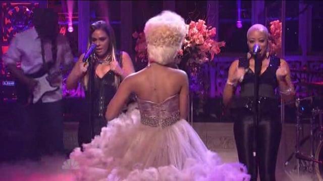 Nicki Minaj SNL Performance(Right Thru Me)
