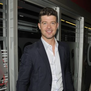 File:Robin Thicke.png