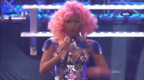 Nicki Minaj & David Guetta - Turn Me On & Super Bass Live AMA 2011