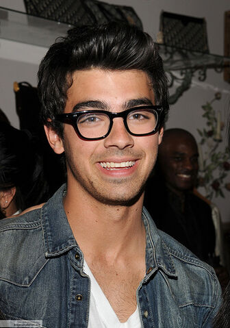 File:Joe-Jonas-all-grown-up1.jpg
