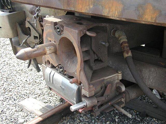 File:RailCarCoupler.PinC 0000.JPG