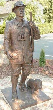 Loens Statue Bronze.jpg