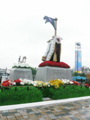 Whitebeard and Ace's Graves at Universal Studios Japan.png