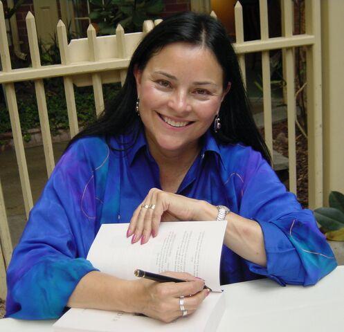 File:Diana Gabaldon 2009.jpg