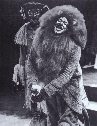 File:TheWiz-LionScarecrow-Large.jpg