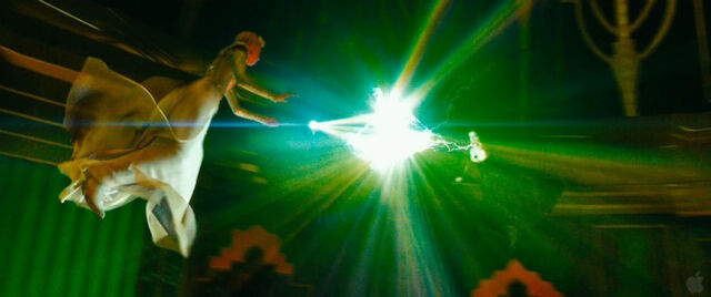 File:Oz-the-great-and-powerful-glinda-and-evanora.jpg