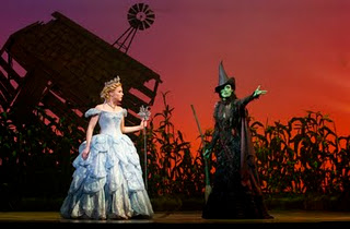 File:Wicked-horiz-CHANDRA LEE SCHWARTZ and JACKIE BURNS l-r-sm.jpg