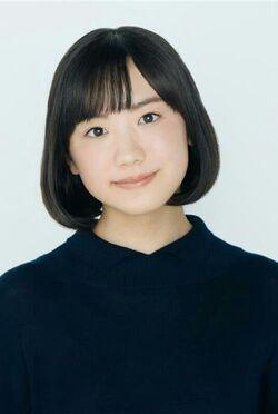 Mana Ashida 01