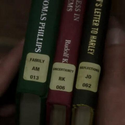 Libros con los distintivos de llamada Family/Alpha, Mike Uncertainty/Romeo, Kilo Reflections/ Juliet, Oscar
