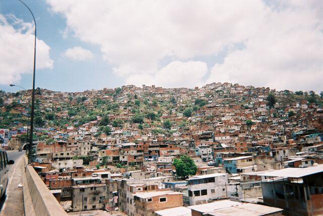 File:Caracas (Venezuela) - Los barios.jpg