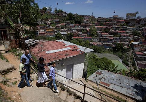 File:San-Agustin-slum-in-Caracas-Venezuela-AP.png