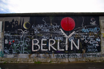 File:Berlin-graffiti.jpg