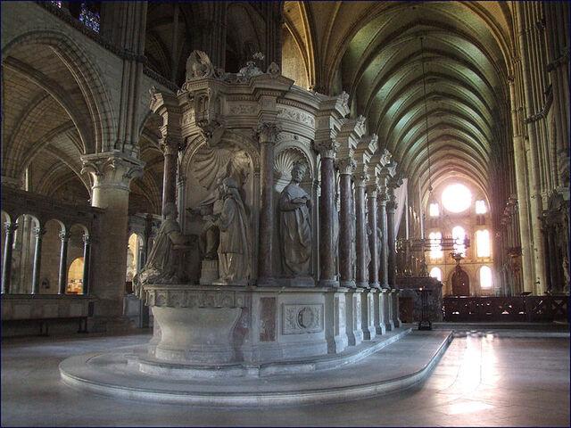 File:Inside Basilique St-Remi.JPG
