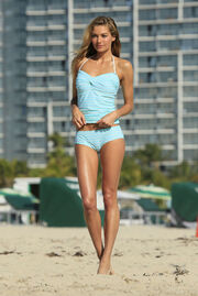 Jessica Hart gorgeous walking