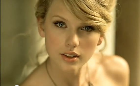 File:Taylor-Swift-in-Love-Story-Video-6.jpg
